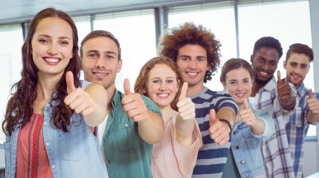 fashion-students-showing-thumbs-up_13339-251457